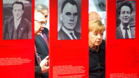 Bundeskanzlerin Angela Merkel bei der Gedenkveranstaltung zur Machtübernahme der Nazis in Berlin