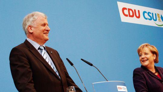 CSU-Chef Horst Seehofer (CSU) und Bundeskanzlerin Angela Merkel (CDU)