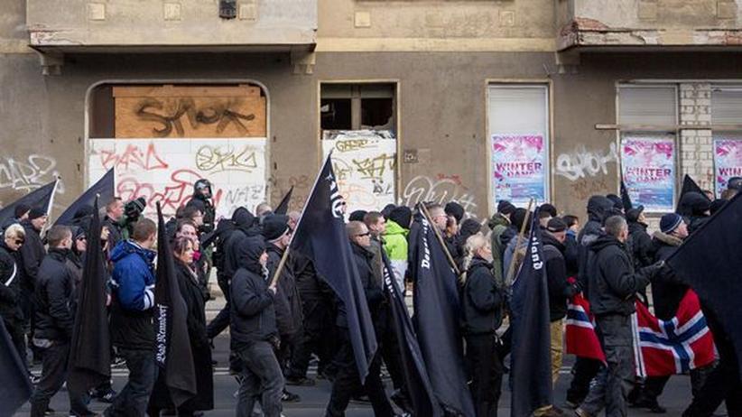 Rechtsextremismus: Polizei sucht 266 untergetauchte Neonazis