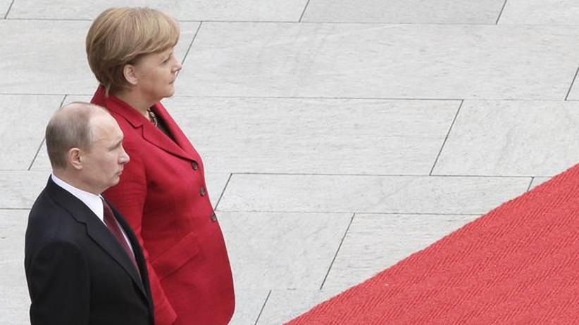 Gesprächsbedarf: Putin-Kritiker fordern Klartext von Merkel