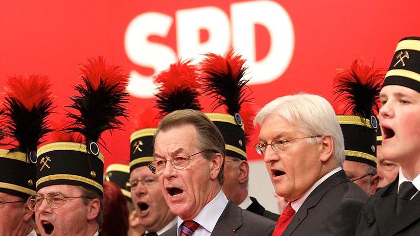 SPD-Jubiläum: Bebels Bart, Brandts Kniefall