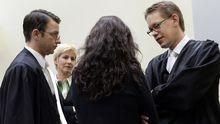 Die Angeklagte Beate Zschäpe mit ihren Anwälten Anja Sturm, Wolfgang Stahl und Wolfgang Heer