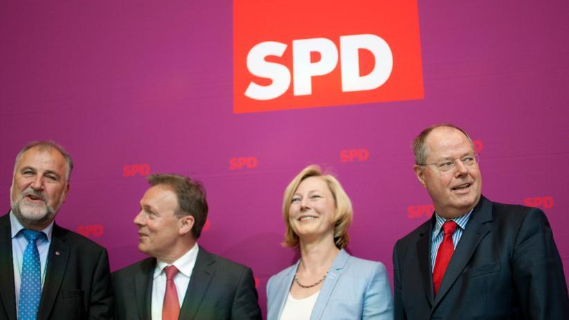 SPD: SPD-Kanzlerkandidat Peer Steinbrück neben den Mitgliedern seines Kompetenzteams Gesche Joost, Thomas Oppermann und Klaus Wiesehügel