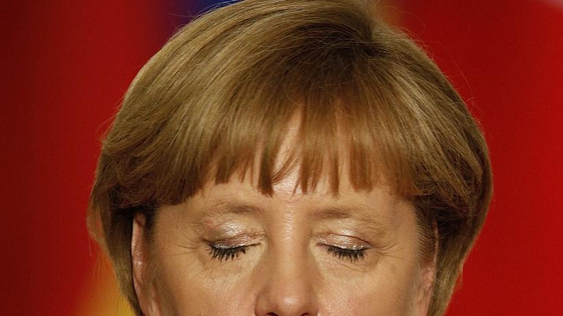 Überwachungsskandal: Kanzlerin Angela Merkel während einer Pressekonferenz in Paris Ende Mai