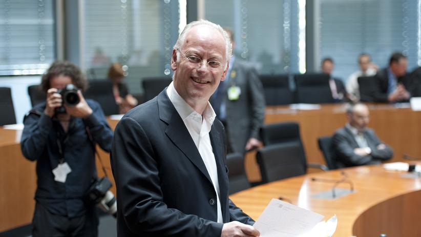 Untersuchungsausschuss: Scharping gibt de Maizière Mitschuld an Drohnen-Desaster