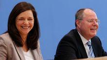 NSA – Stoff für den Wahlkampf? Katrin Goering-Eckart (Grüne) und Peer Steinbrück (SPD) auf einer gemeinsamen Pressekonferenz.