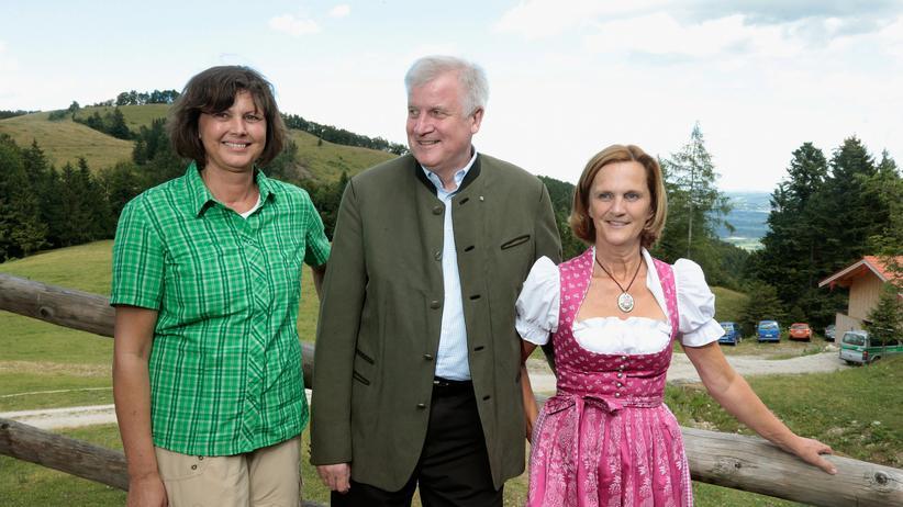 Korruption bei Abgeordneten: Der CSU-Chef und bayerische Ministerpräsident Horst Seehofer mit seiner Frau Karin und Bundeslandwirtschaftsministerin Ilse Aigner (CSU) (Archivbild)