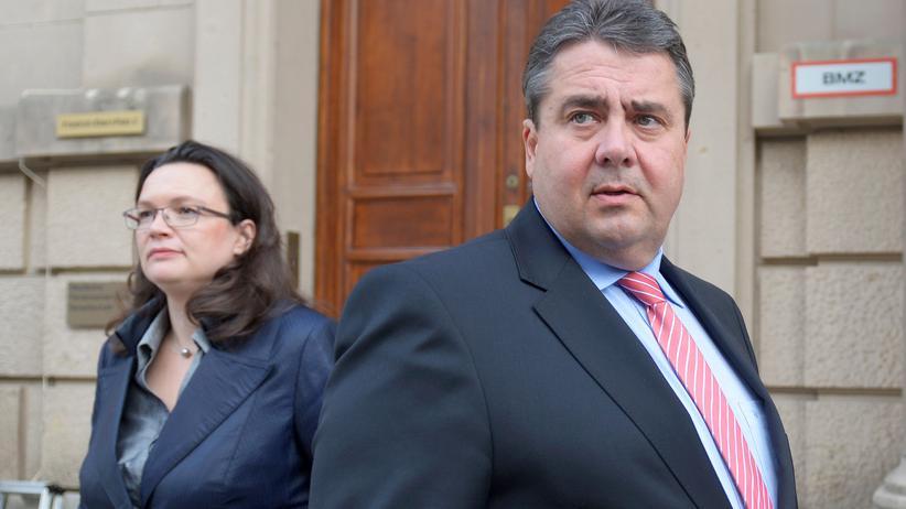Schwarz-rote Sondierung: SPD-Generalsekretärin Andrea Nahles mit Parteichef Sigmar Gabriel vor der ersten Sondierungsrunde mit der Union