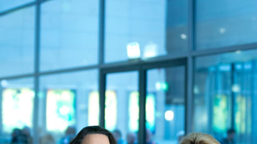 Die designierte Arbeitsministerin Andrea Nahles (SPD) und ihre Vorgängerin Ursula von der Leyen (CDU), die Verteidigungsministerin wird