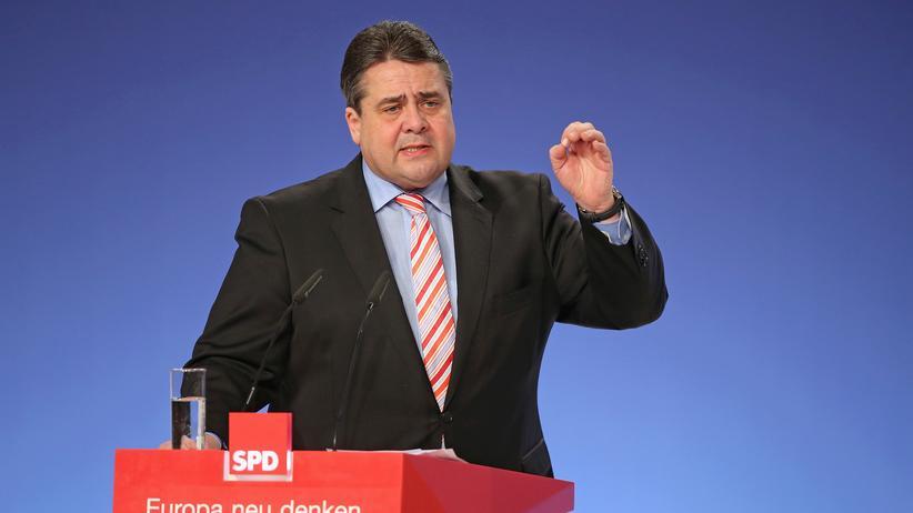 Parteitag: Der SPD-Vorsitzende und Vizekanzler Sigmar Gabriel auf dem Sonderparteitag in Berlin
