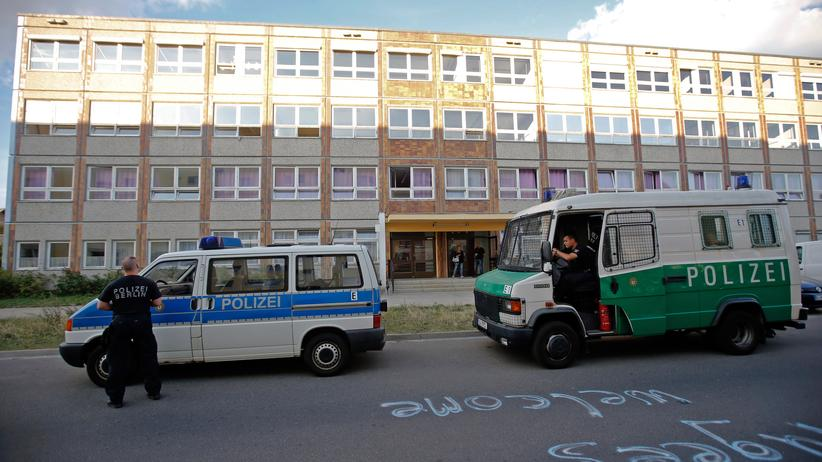 Verfassungsschutzbericht: Ein Asylheim in Berlin-Hellersdorf, gegen das Rechtsextreme protestiert haben
