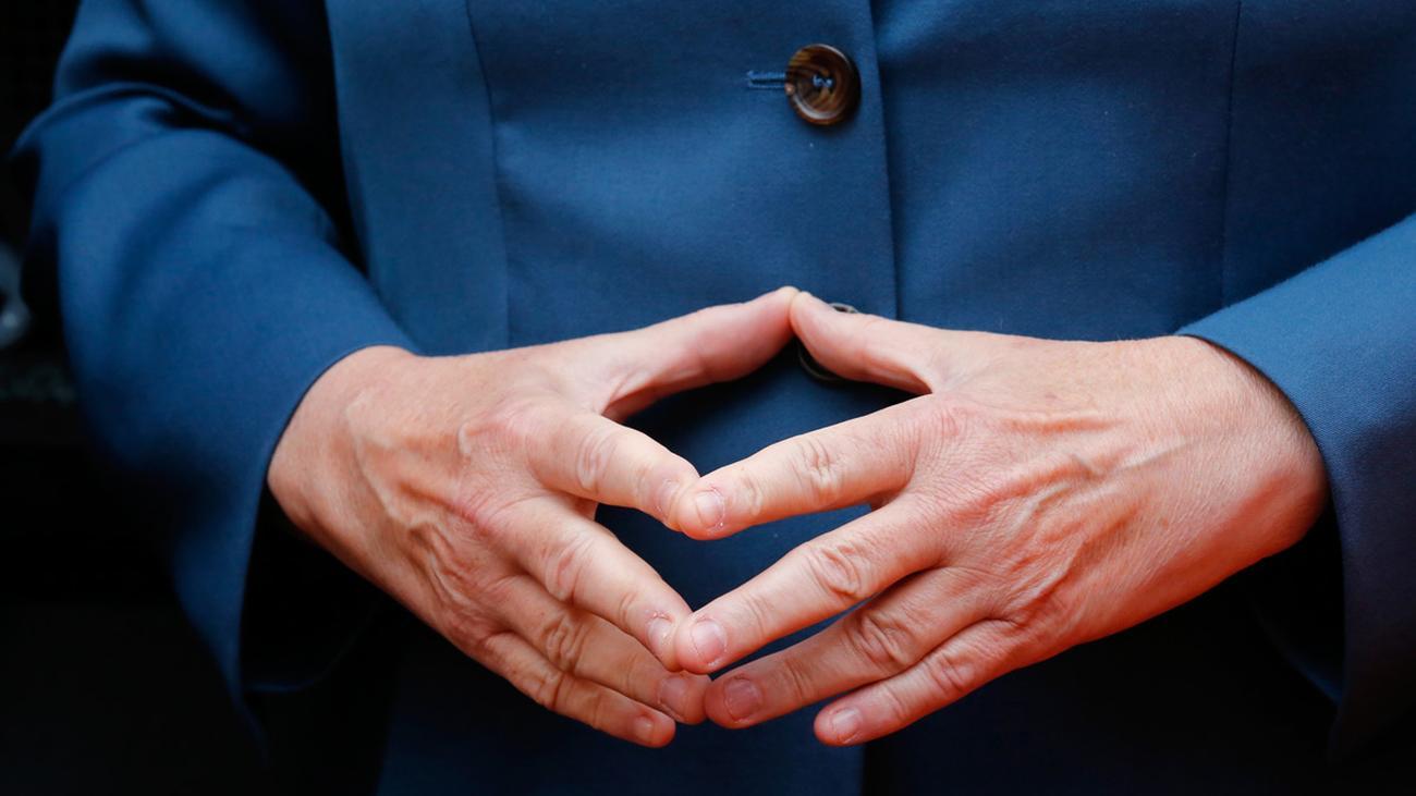Angela Merkel Fingernägel