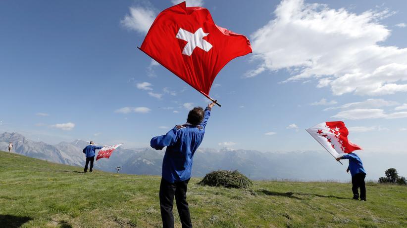 Großschweiz: Opium fürs Schweizer Volk