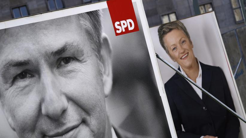 Wowereits Rücktritt: Wahlplakate von 2011: SPD-Spitzenkandidat Klaus Wowereit neben Grünen-Spitzenkandidatin Renate Künast