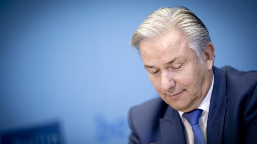 Berlin: Klaus Wowereit gibt seinen Rücktritt als Regierender Bürgermeister von Berlin bekannt.