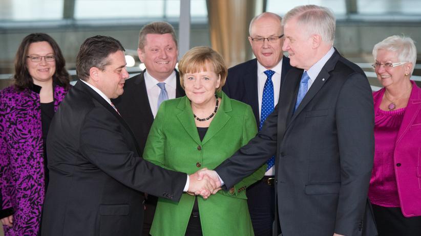 Union und SPD: Am 27. November 2013 unterschrieben die Parteichefs von SPD, CDU und CSU den Koalitionsvertrag.