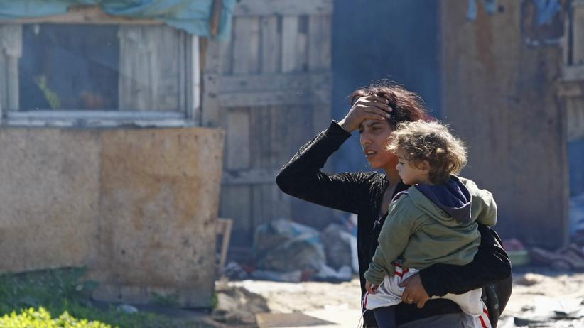 Abschiebung: Eine Mutter und ihr Kind in einem Roma-Getto in Serbiens Hauptstadt Belgrad