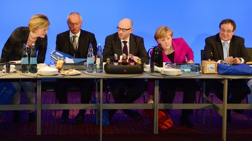Kalte Progression: CDU-Chefin Angela Merkel flankiert von Julia Klöckner, Klaus Schüler, Peter Tauber und Armin Laschet (von links nach rechts)
