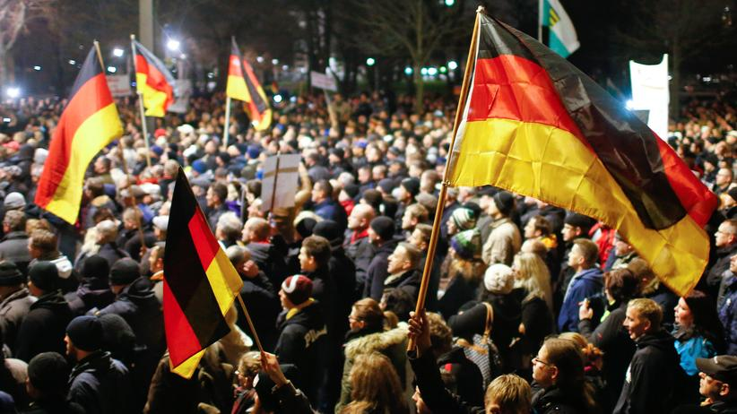 Demonstrationen: Teilnehmer der Pegida-Demonstration am 15.12.2014 in Dresden