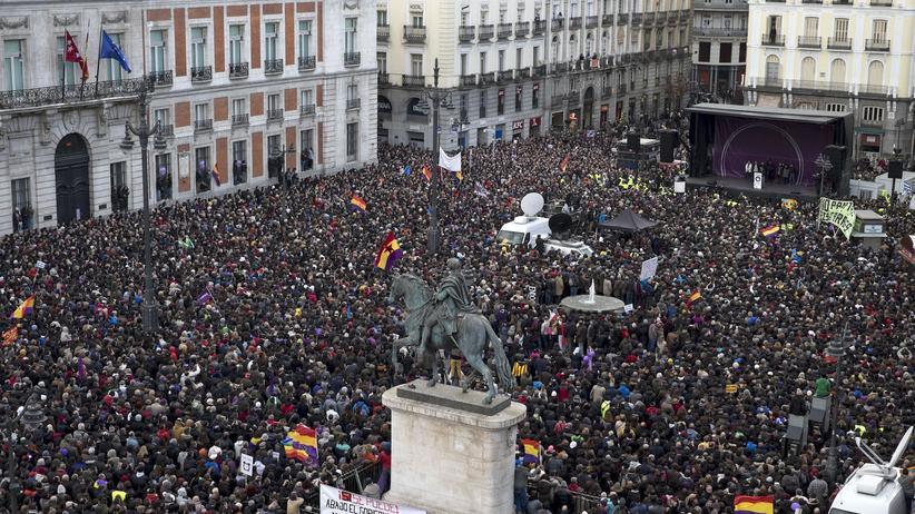 """Podemos: Zehntausende Anhänger der spanischen Linkspartei Podemos ziehen bei ihrem """"Marsch für Veränderung"""" durch Madrid."""