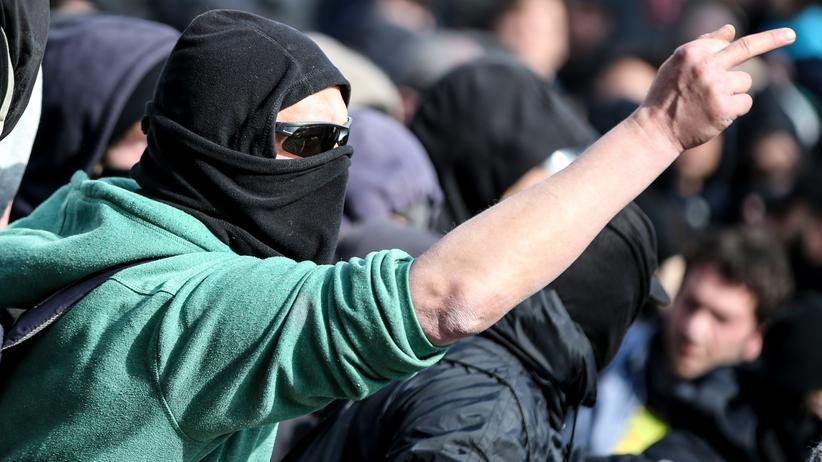 Frankfurt: Rechts- oder linksextreme Aggression? Unter den Blockupy-Demonstranten in Frankfurt befanden sich auch einige Rechtsextremisten.