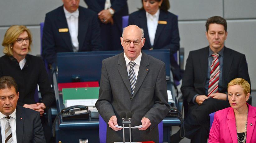 Bundestag : Bundestagspräsident Norbert Lammert (CDU) spricht im Deutschen Bundestag anlässlich der Debatte zu den Massakern an den Armeniern.