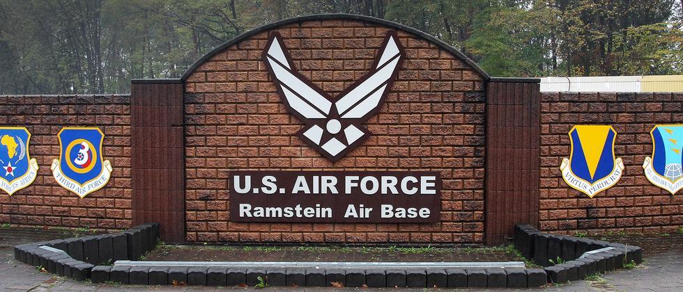 Einfahrt zum US-Luftwaffenstützpunkt Ramstein bei Kaiserslautern