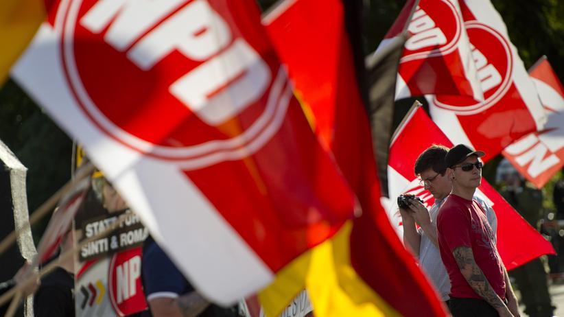 Politik, NPD, NPD, Verfassungsgericht, CDU, Lorenz Caffier, Bundesamt für Verfassungsschutz, Bundesverfassungsgericht, Gericht, Innenminister, Spiegel, Bayern, Hamburg, Hessen, Niedersachsen, Nordrhein-Westfalen