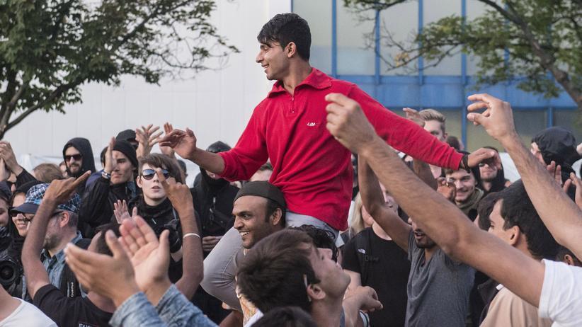 Heidenau: Tausende solidarisieren sich mit Flüchtlingen in Heidenau