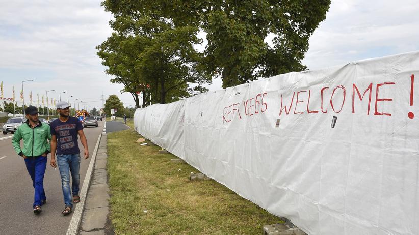Heidenau: Umzäunte Flüchtlingsunterkunft in Heidenau