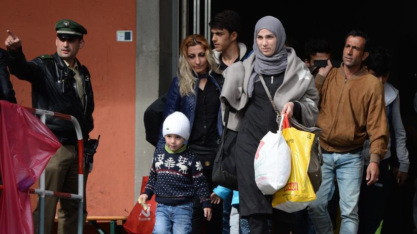 Grenzkontrollen: Flüchtlinge vor dem Münchner Hauptbahnhof