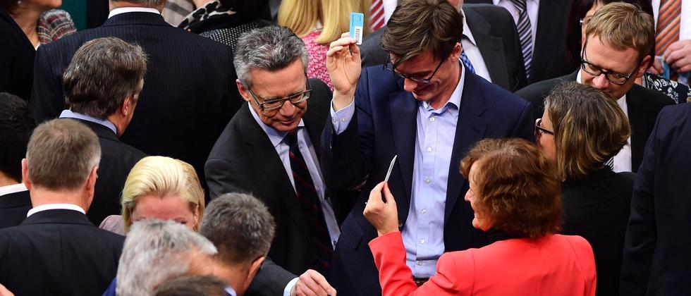 flüchtling Deutscher Bundestag Angela Merkel Asyl Asylrecht