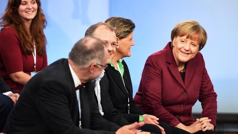 Angela Merkel: Bundeskanzlerin Angela Merkel hat sich in Nürnberg mit Bürgern über die Flüchtlingspolitik unterhalten.