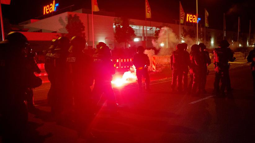 Fremdenhass: Polizisten bei rechten Protesten in Heidenau
