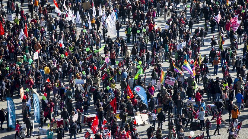 Freihandelsabkommen: Demonstranten in Berlin protestieren gegen die Freihandelsabkommen TTIP und Ceta.
