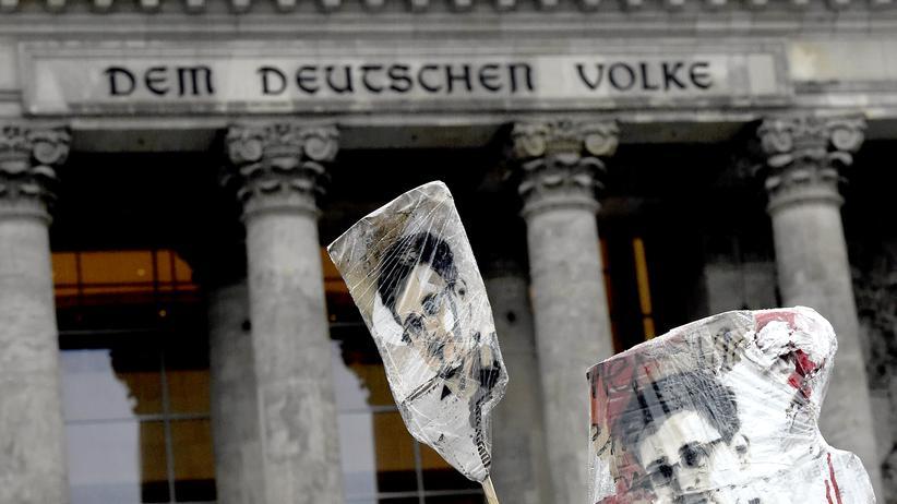 VDS: Protestaktion gegen die Vorratsdatenspeicherung am Morgen vor dem Reichstagsgebäude