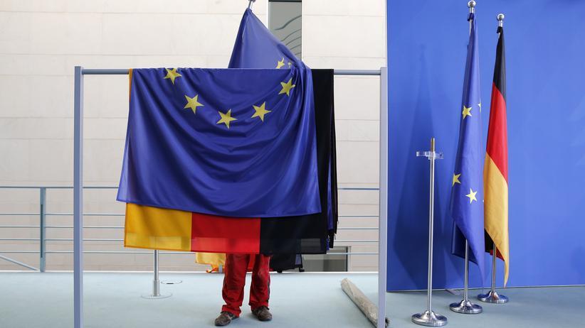 Die EU- und die Deutschland-Fahne vereint