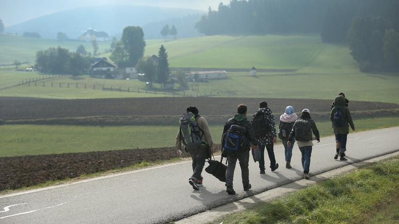 Flüchtlinge an der österreichisch-deutschen Grenze bei Fuchsoedt