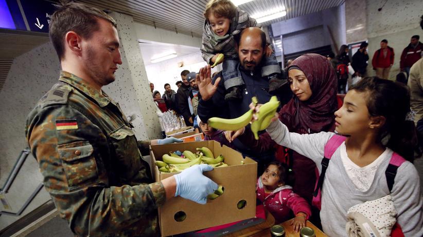 Ursula von der Leyen: Bundeswehrsoldaten sollen dauerhaft Flüchtlinge versorgen