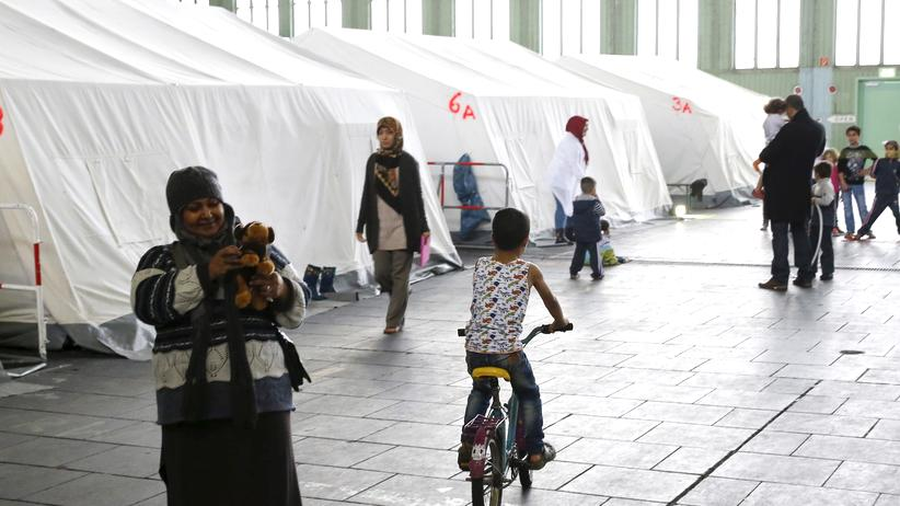 Rechtsradikalismus: Flüchtlingsunterkunft auf dem ehemaligen Flughafen Tempelhof in Berlin