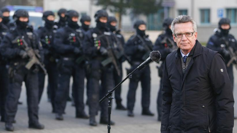 Silvester-Übergriffe: Bundesinnenminister Thomas de Maizière bei einer Rede an Mitglieder der neu gegründeten Beweissicherungs- und Festnahmeeinheit (BFE) der Bundespolizei im Dezember 2015