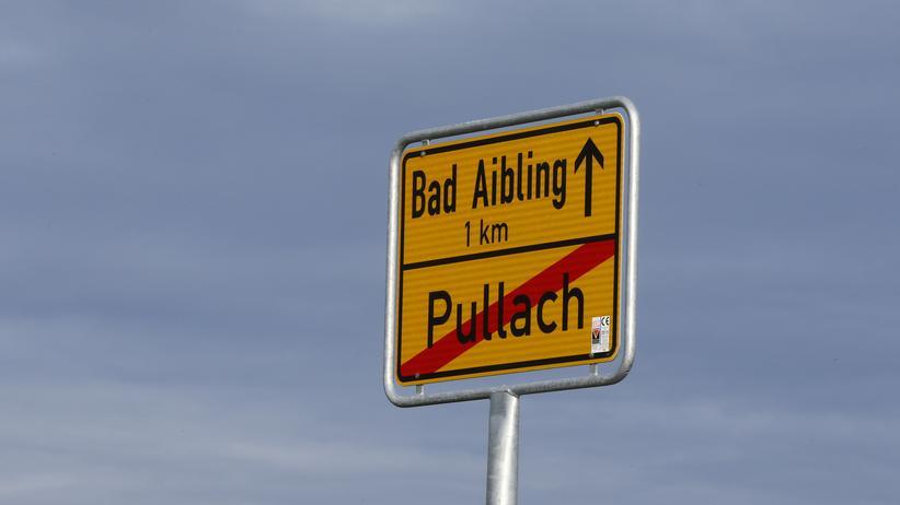 Ortschild von Bad Aibling in Bayern, wo der BND eine Abhörstation betreibt
