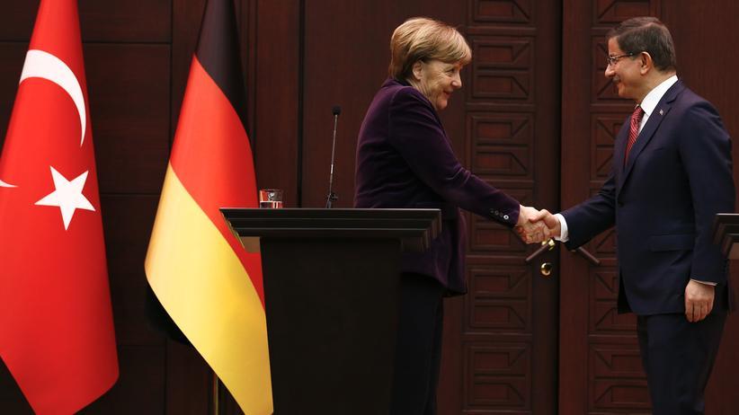 Türkei: Angela Merkel bei ihrem Treffen mit dem türkischen Premier Ahmet Davutoğlu in Ankara