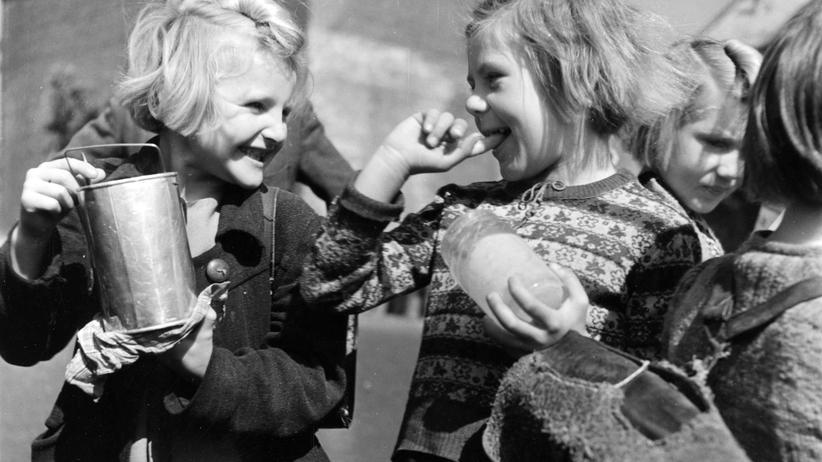 Nachkriegsdeutschland: Schulkinder im Jahr 1946 in Düsseldorf