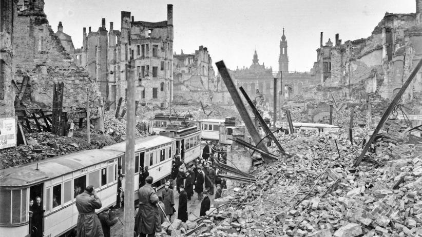 Zweiter Weltkrieg: Die Johannstraße in Dresden im März 1946