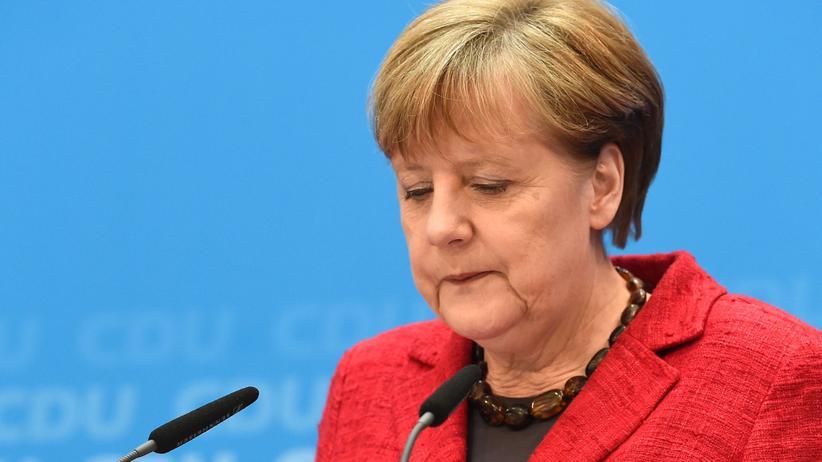 Landtagswahlen: Kanzlerin Merkel bei ihrer Pressekonferenz einen Tag nach dem Wahlsonntag in Baden-Württemberg, Rheinland-Pfalz und Sachsen-Anhalt