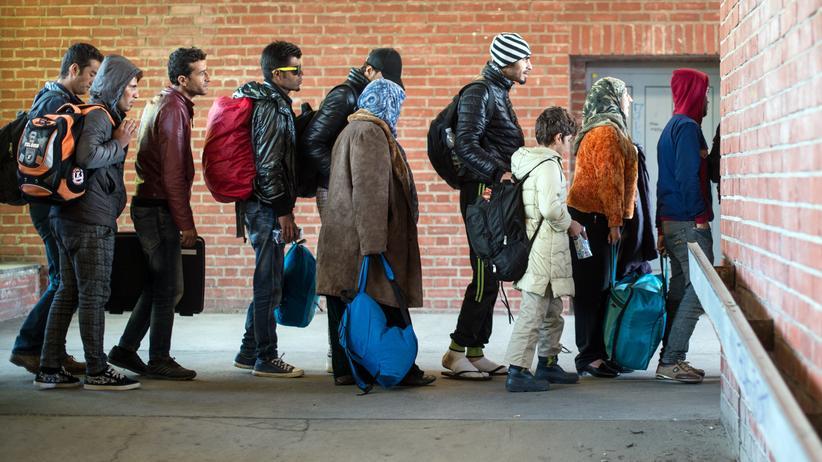 Anstehen für ein besseres Leben: Tausende Flüchtlinge kamen 2015 nach Deutschland.