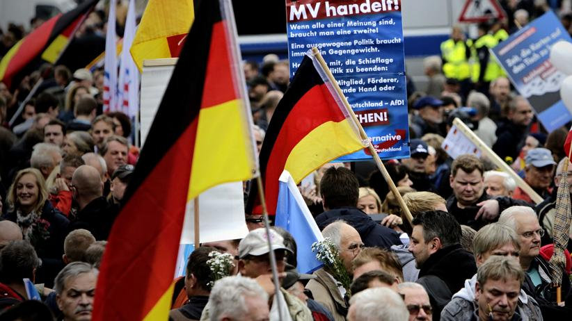 Rechtspopulismus: Gegen das politische Establishment: Demonstration von AfD-Anhängern in Berlin