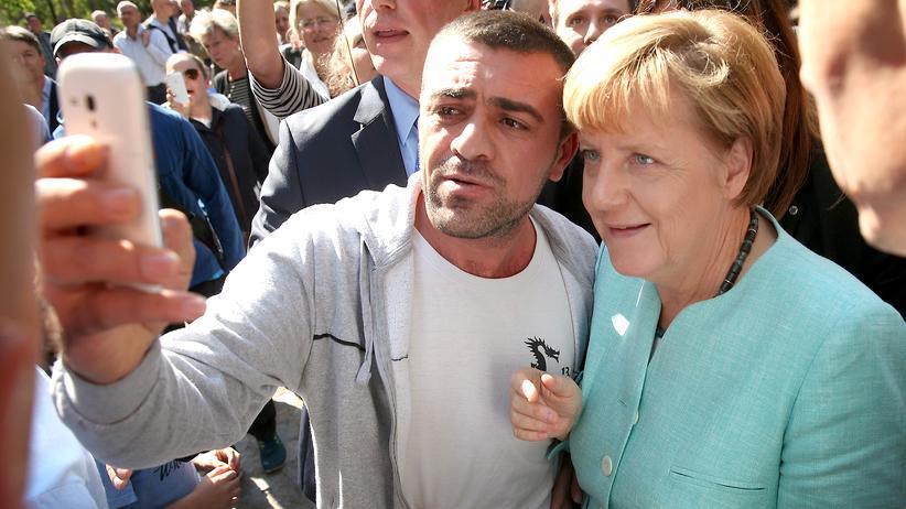 Flüchtlingskrise: Angela Merkel besucht ein Flüchtlingsheim im September 2015