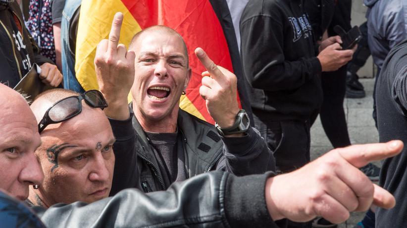 RechtsexDemonstration der Neonazi-Organisation Widerstand Ost-Westtremismus Bundesregierung